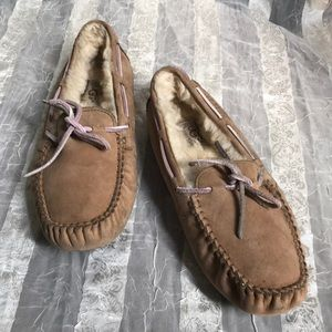 Ugg slipper with laces